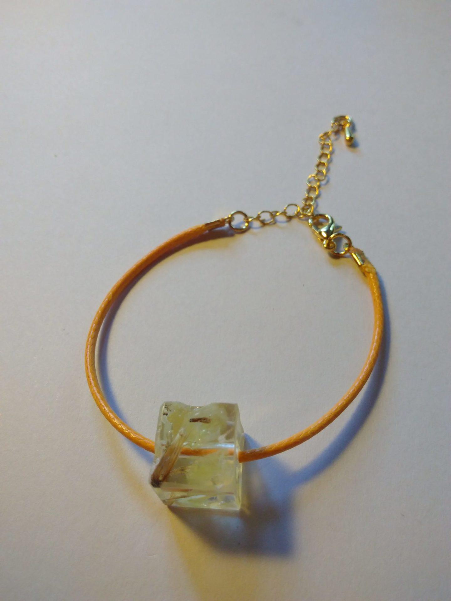 Bcf7 - 18€ - bracelet cube fleurs - Indisponible