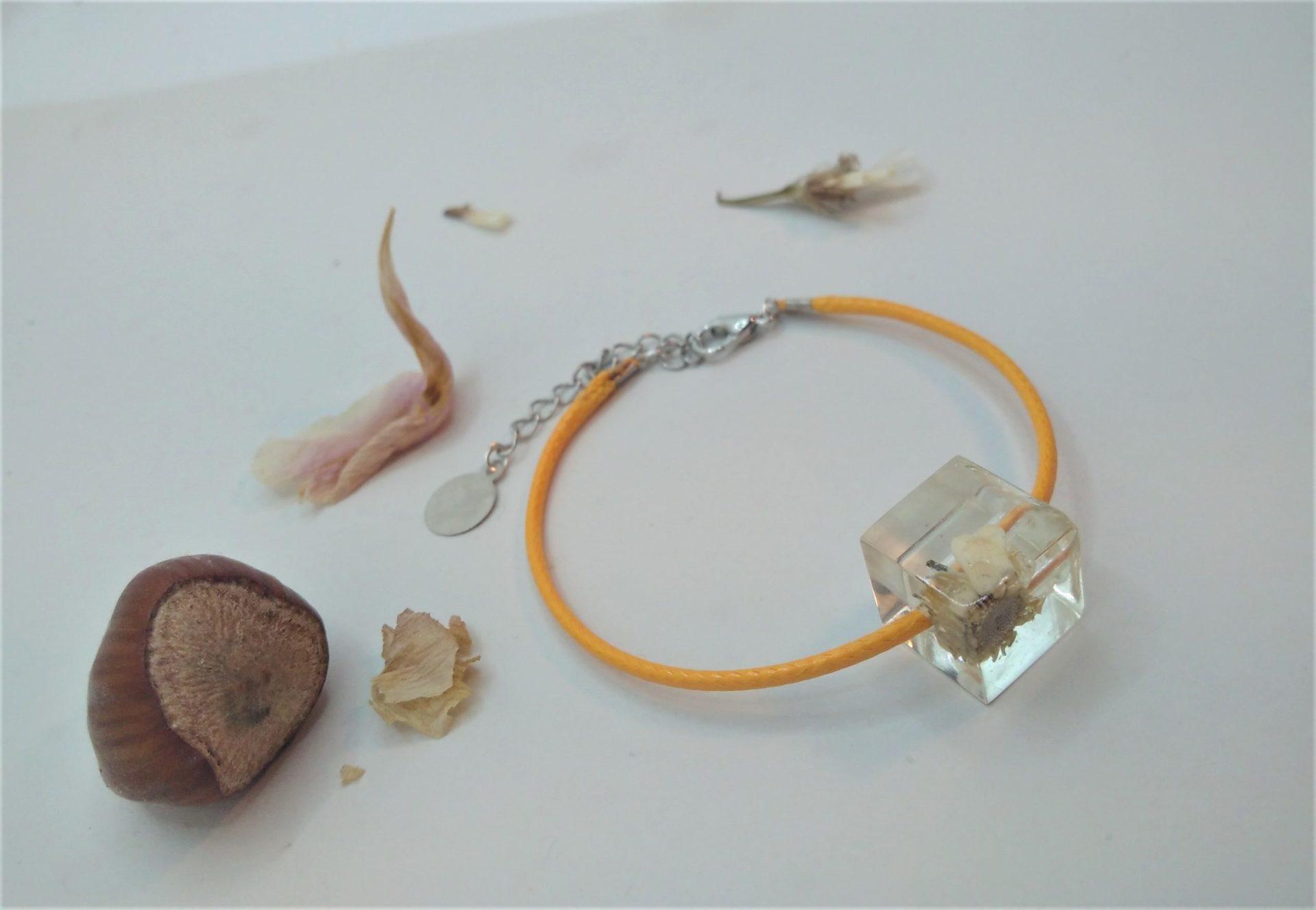 Bcf8 - 18€ - bracelet cube fleurs