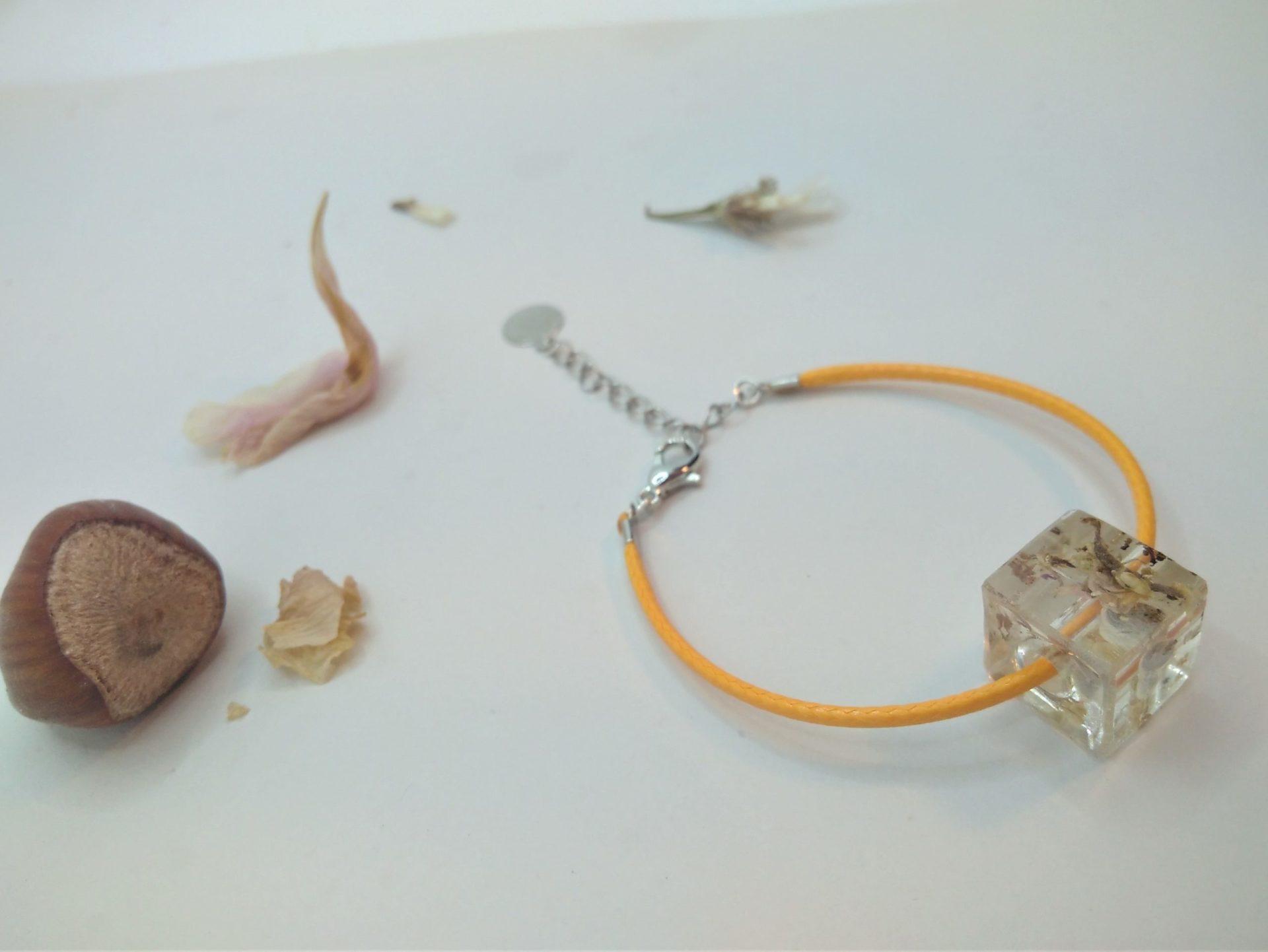 Bcf12 - 18€ - bracelet cube fleurs