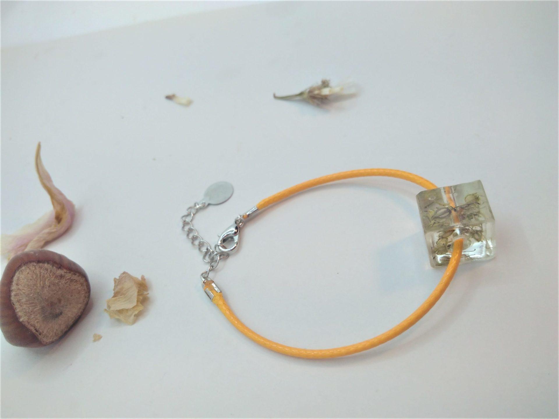 Bcf13 - 18€ - bracelet cube fleurs